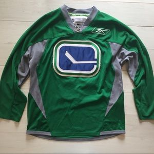 low priced 200a2 07aec Vancouver Canucks NHL Reebok Jersey Green Rare
